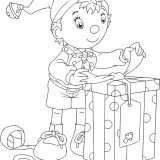 noddy_opening_a_present_holiday_coloring_page