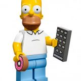 LEGO-The-Simpsons-Homer-Simpson-Minifigure-with-Donut-Remote-Control-e1395843661702-640x816