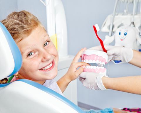 pierwsza-wizyta-dziecka-u-stomatologa (1)