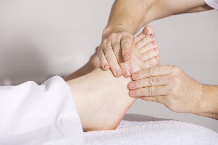 masaż nóg i stóp