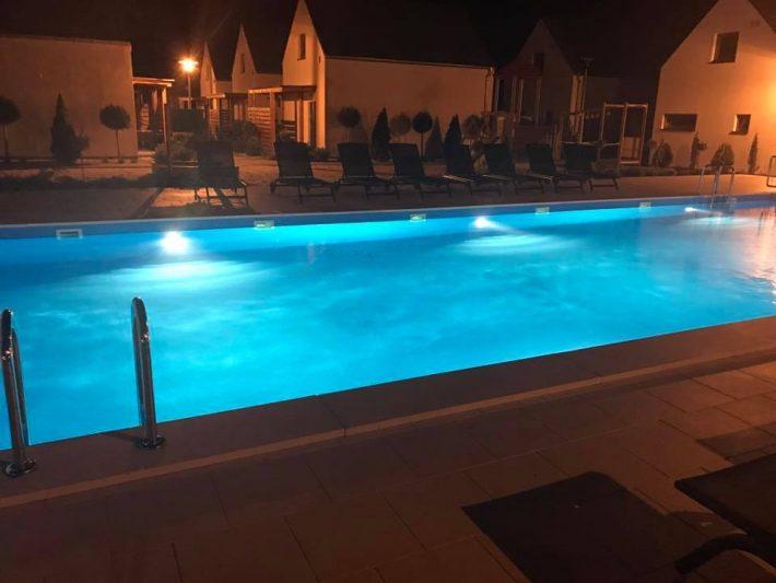 basen-z-podgrzewana-woda-przy-domkach-nad-morzem-dla-rodzin-z-dziecmi-w-palm-rogowo