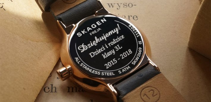 grawerowany-zegarek-dla-nauczyciela-prezent-koniec-roku