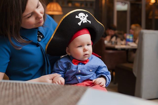 dziecko przebrane za pirata