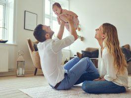 Para z małym dzieckiem
